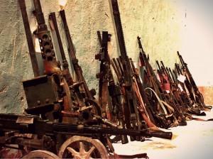 Von der US-Armee in Somalia konfiszierte Waffen. / (CC) Foto: expertinfantry