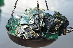 Wertstoffkreislauf - für jedes produzierte Fairphone werden drei alte Handys fachgerecht entsorgt. / (c) Foto: Fairphone