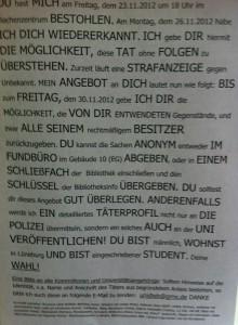 Bildunterschrift: Öffentlicher Aushang in der Uni, wegen eines verschwundenen Notebooks / (CC) Foto: Christopher Bohlens