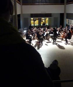 Das Uniorchester im Foyer der Bibliothek / (c) Foto: Pia Köber