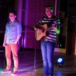 Sinan und Stephan - zwei Jungs, eine Gitarre / (c) Foto: Pia Köber