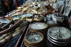 Die antiquen Kompasse des Portobello Road Market. / Foto (CC) Selin Özcakir