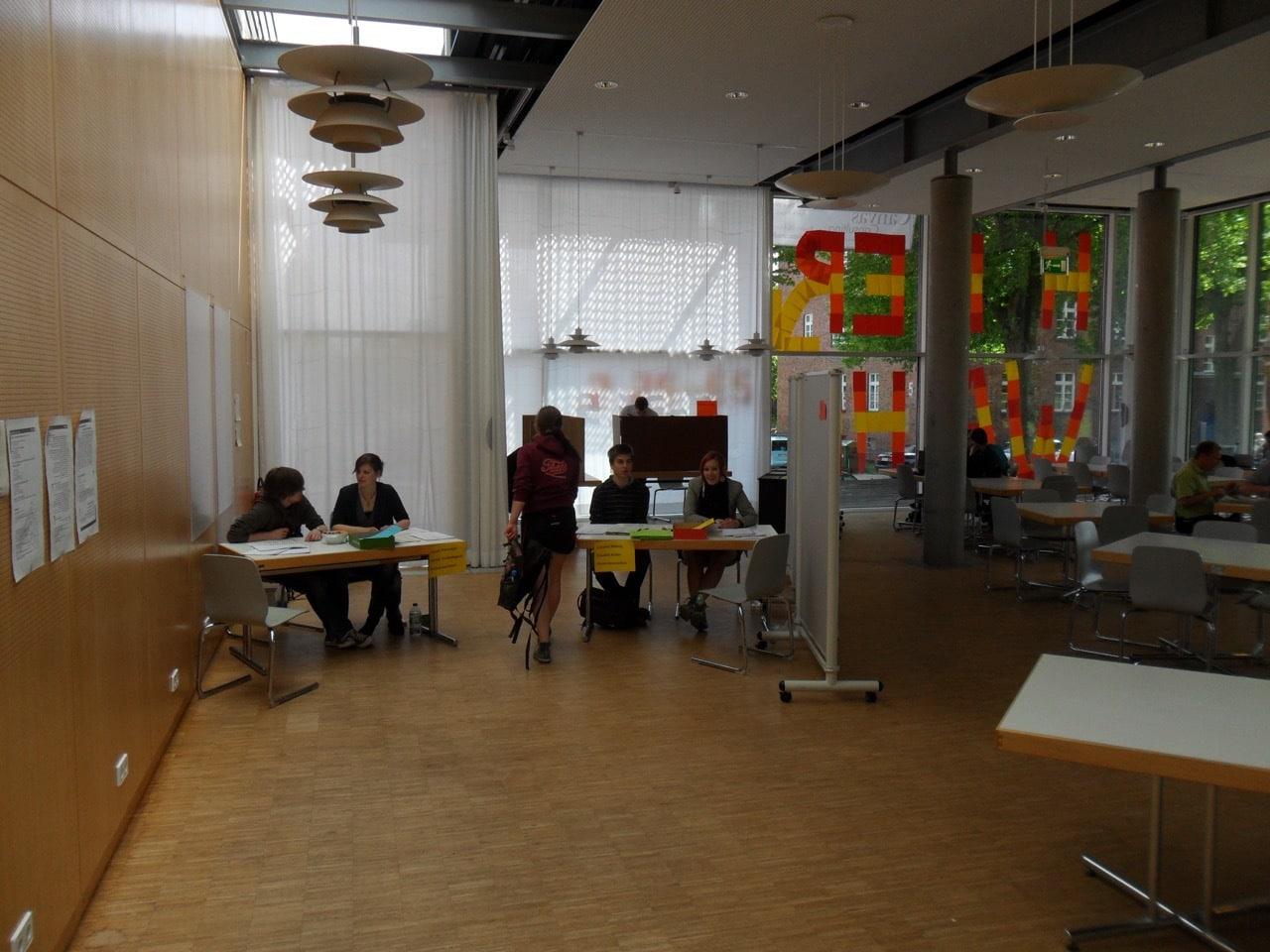 Wahllokal in der Mensa / (C) Christopher Bohlens