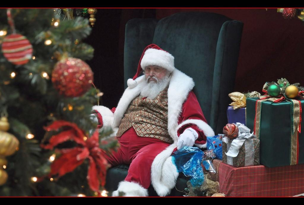 Hang on, Santa Balls / (C) flickr - Seattleye