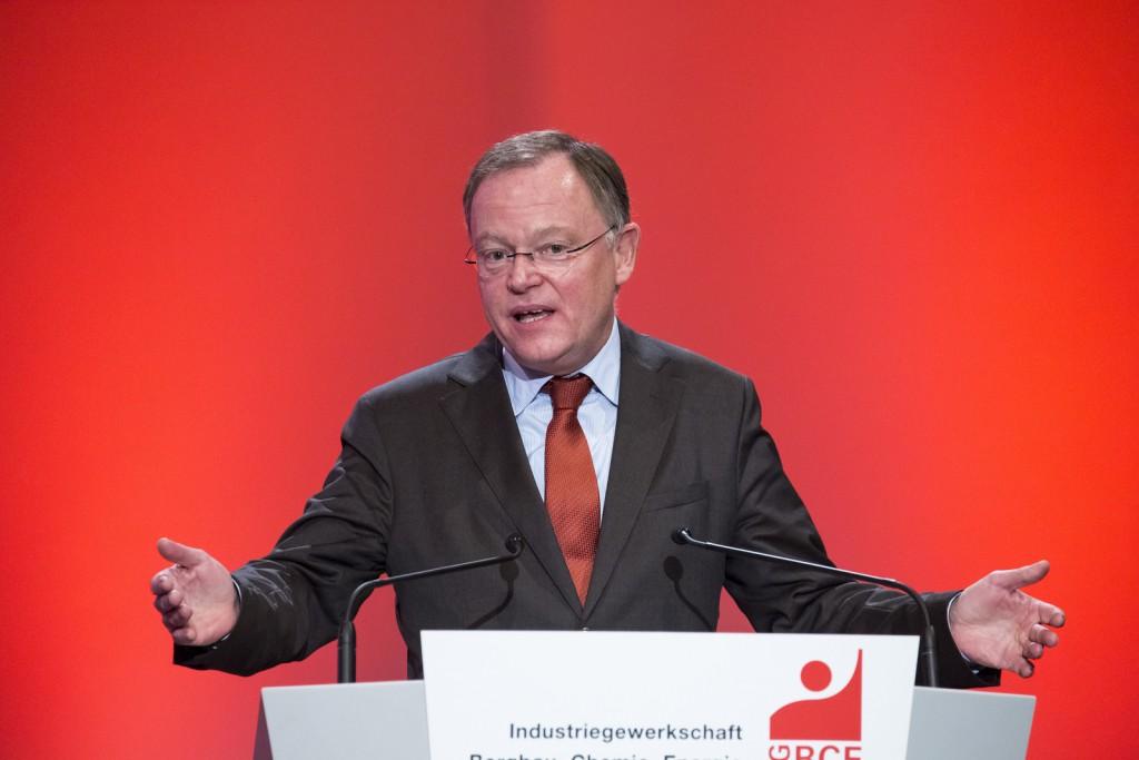 Ministerpräsident Stephan Weil kommt an die Leuphana / (C) flickr - IG BCE