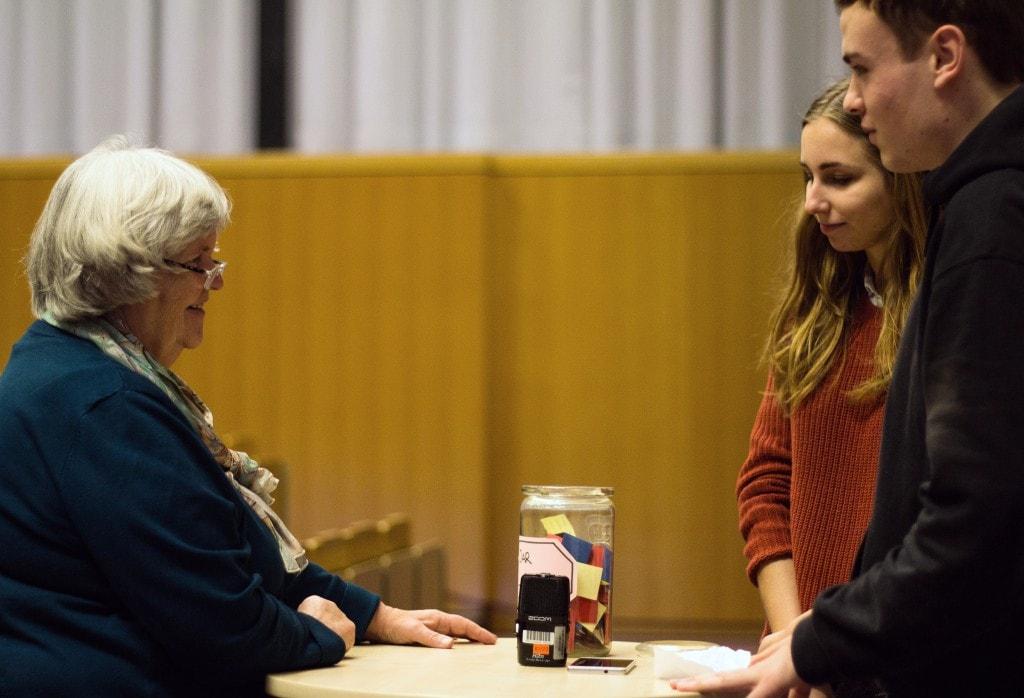 Müssen wir da das 50 Mal gefaltete Papier verkraften? / (C) Lena Schöning