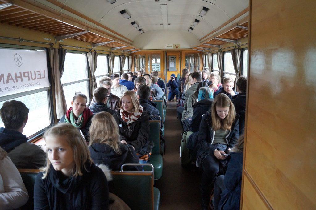 An Bord des Leuphana-Express