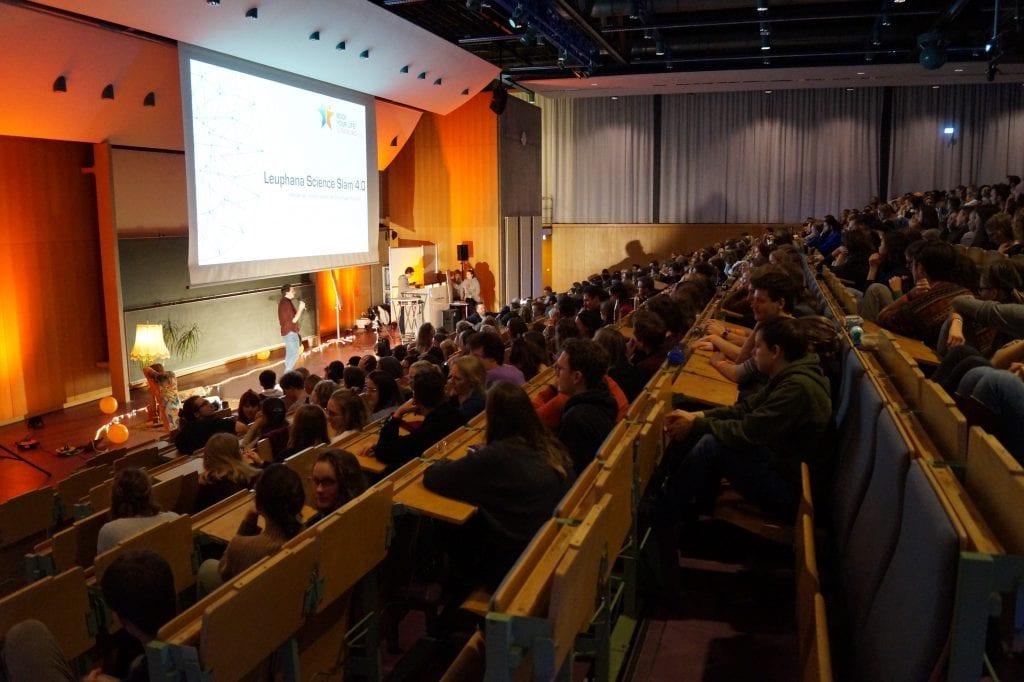 4. Science Slam – Veranstalter*in im Interview: Viele Absagen, aber tolle Atmosphäre
