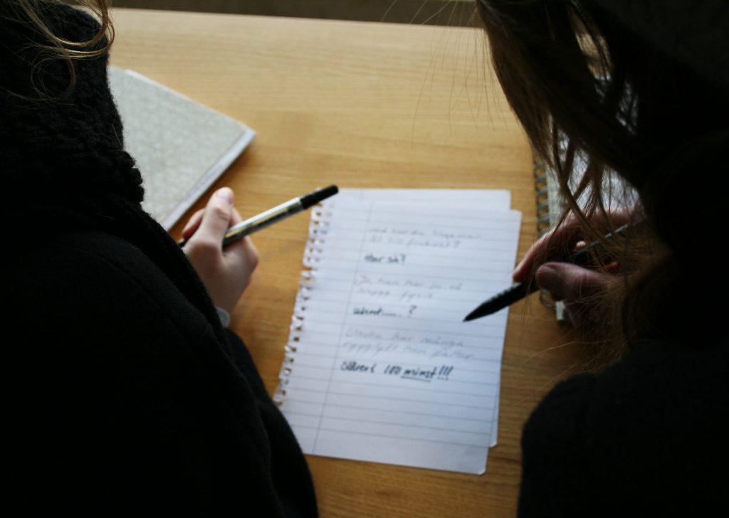 Correctiv Recherche: Einschränkungen durch Uni-Leitungen bei der Kommunikation mit Studierenden