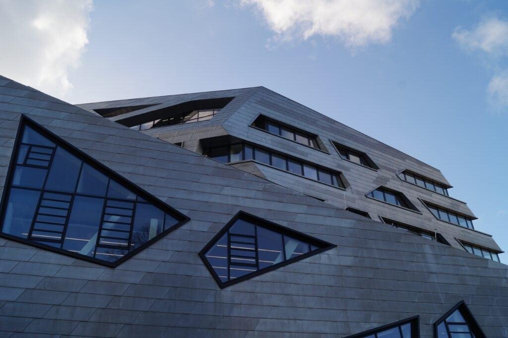 Leuphana Zentralgebäude – Hohe Kosten, geringe Einnahmen und merkwürdiges Finanzierungskonzept
