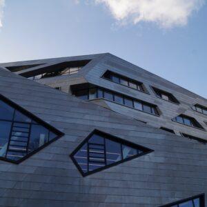 Leuphana Zentralgebäude - Hohe Kosten, geringe Einnahmen und merkwürdiges Finanzierungskonzept