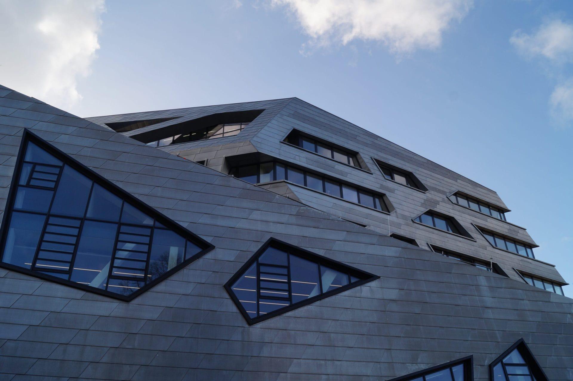 Leuphana Zentralgebäude im März 2017 - (c) Christopher Bohlens