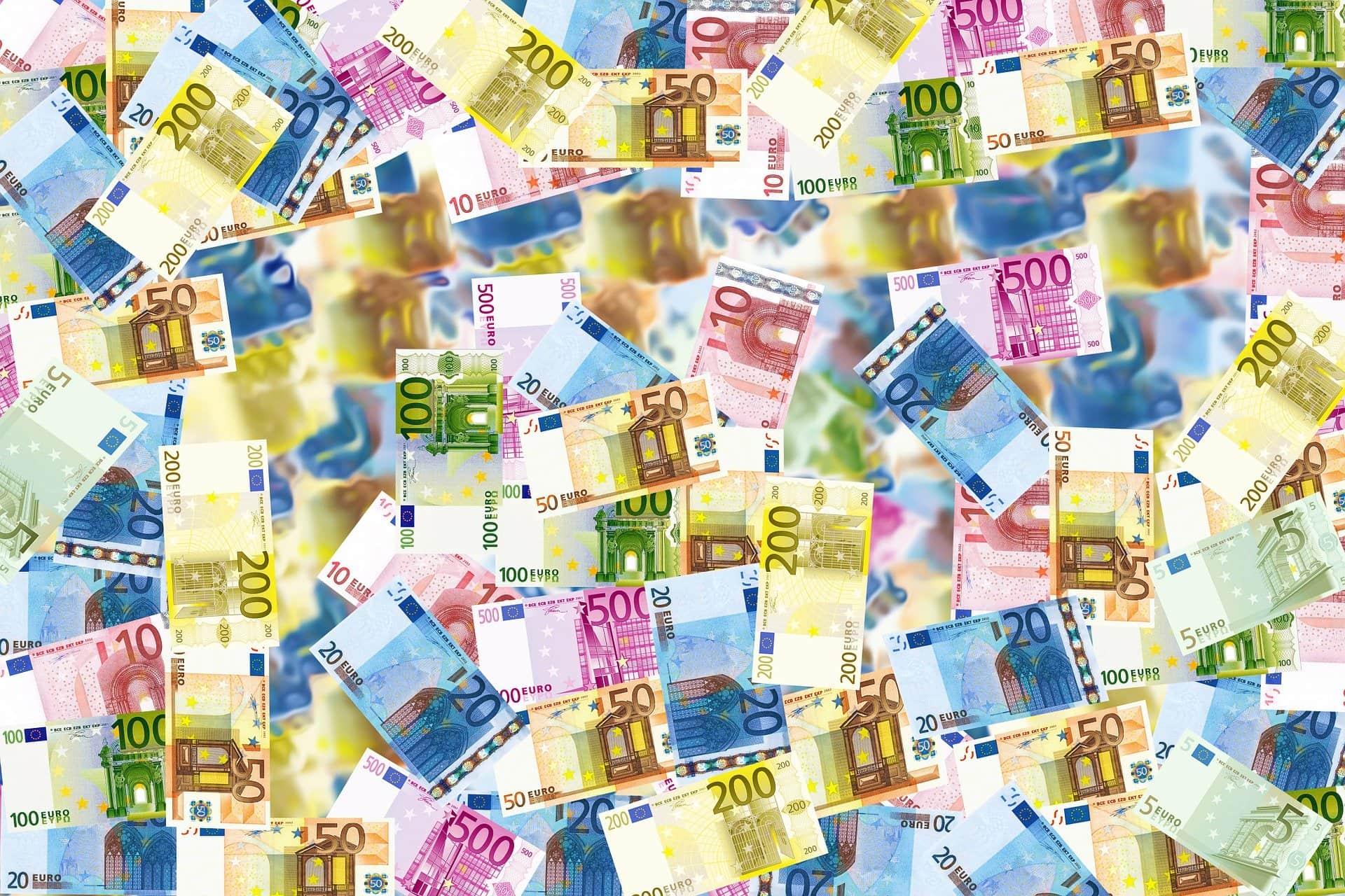 Rechnungen Geld Euro Reichtum Reich - (c) Pixabay