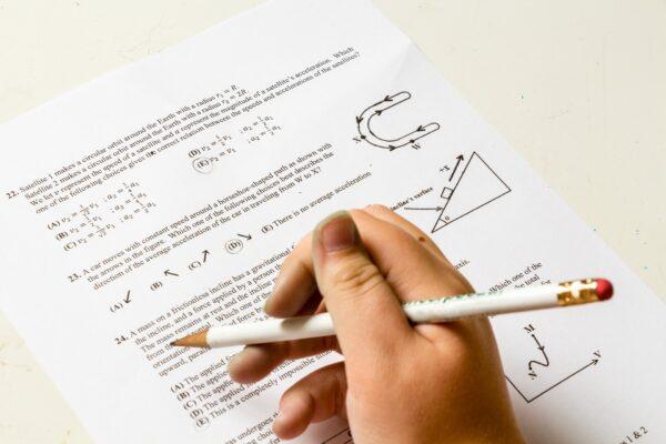 Hausaufgaben Schule Problem Zahl Papier Physik - (c) Pixabay