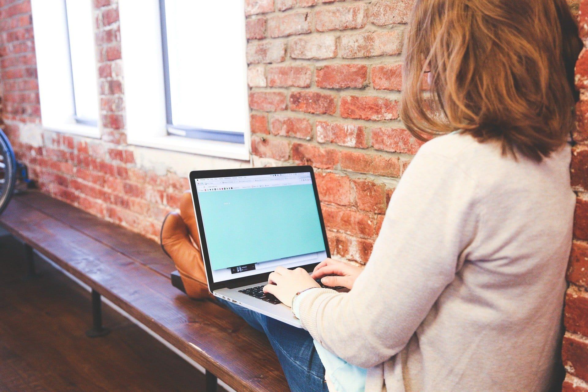 Schüler Eingabe Tastatur Text Frau Start Geschäft - (c) Pixabay