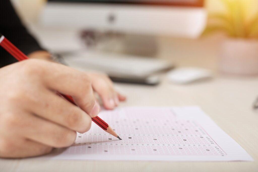 Studierende der Fakultät Wirtschaft: Bitte zur Prüfung vorbeikommen
