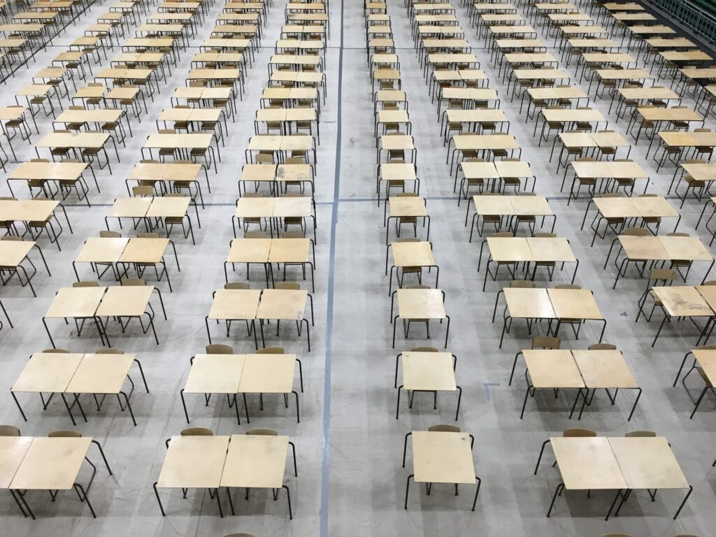 Entscheidung über Prüfungen ohne Studierende in Zentralen Studienkommissionen