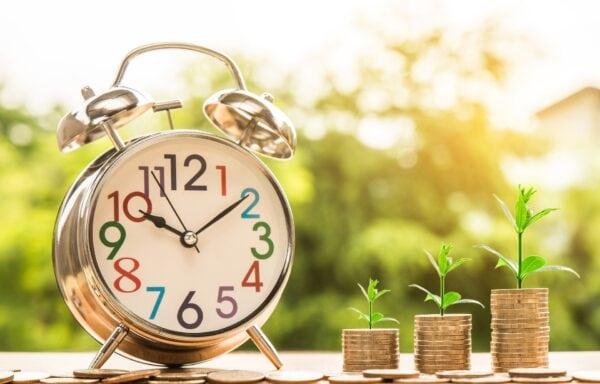 Uhr Geld Wachstum Wachsen Zeit Zeiteinteilung - (c) Pixabay