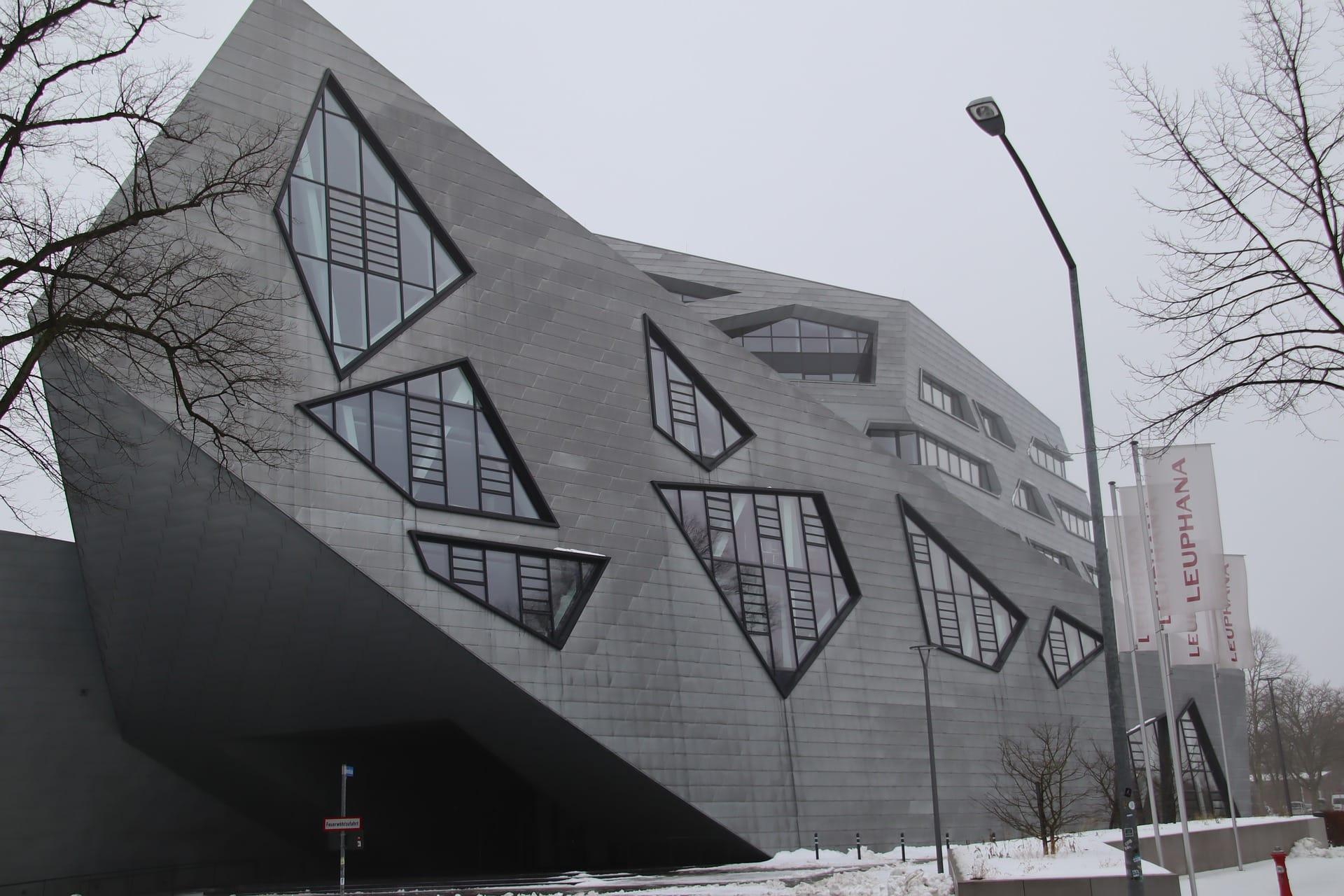 Liebeskind-Bau Zentralgebäude Leuphana Universität - (c) Pixabay
