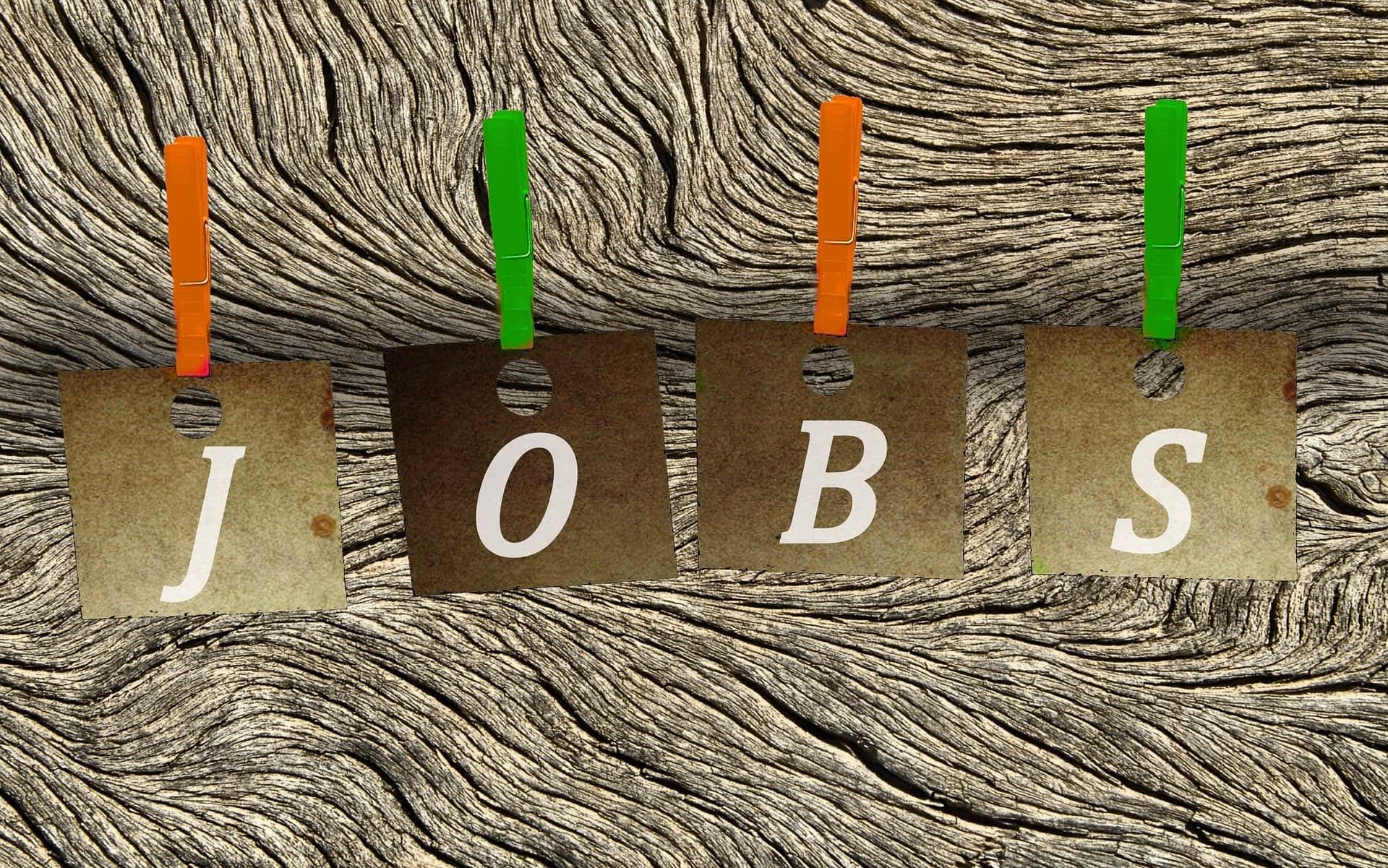 Holz Hintergrund Klammer Zettel Anzeige Fachkraft - (c) Pixabay