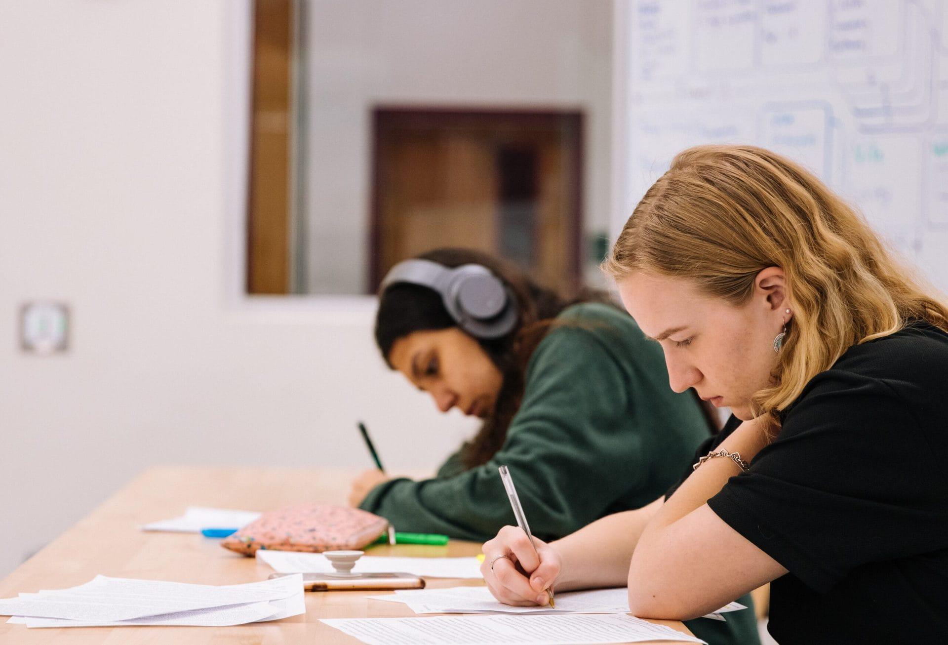 Girl in black t-shirt writing on white paper photo - Jeswin Thomas - Unsplash